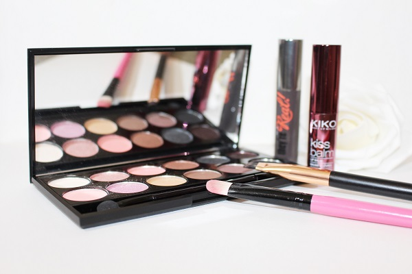 Sleek Oh so special make-up